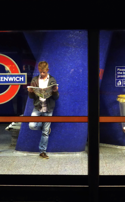 London_Underground_waiting_reading_newspaper.png